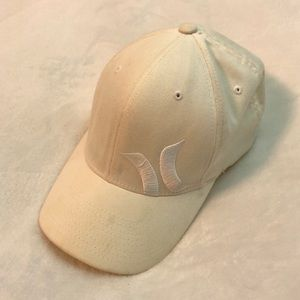 [Hurley] Off White Embroidered Logo Hat